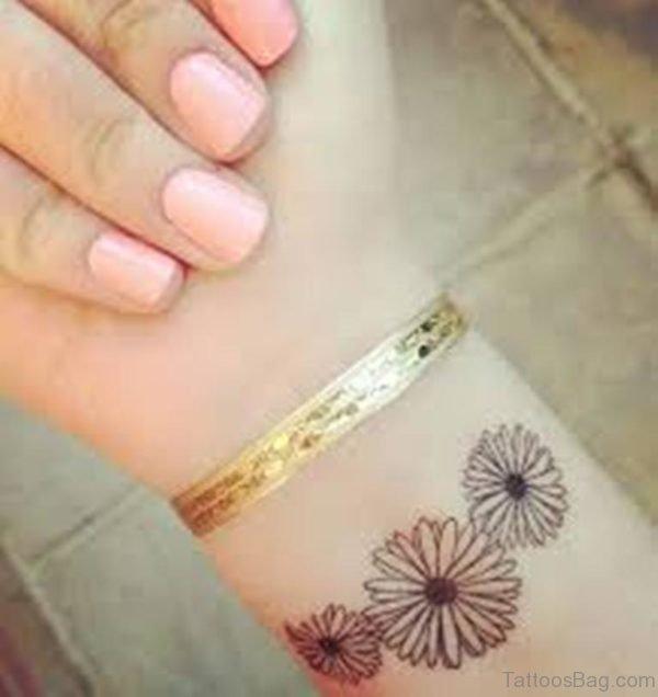 Awesome Daisy Flower Wrist TattooAwesome Daisy Flower Wrist Tattoo