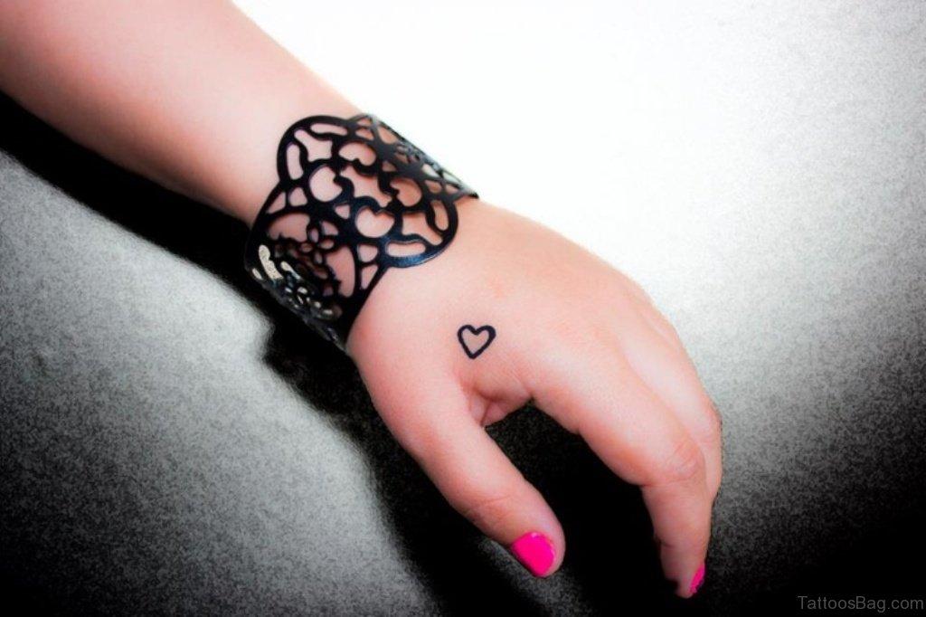 Herz Finger Tattoo