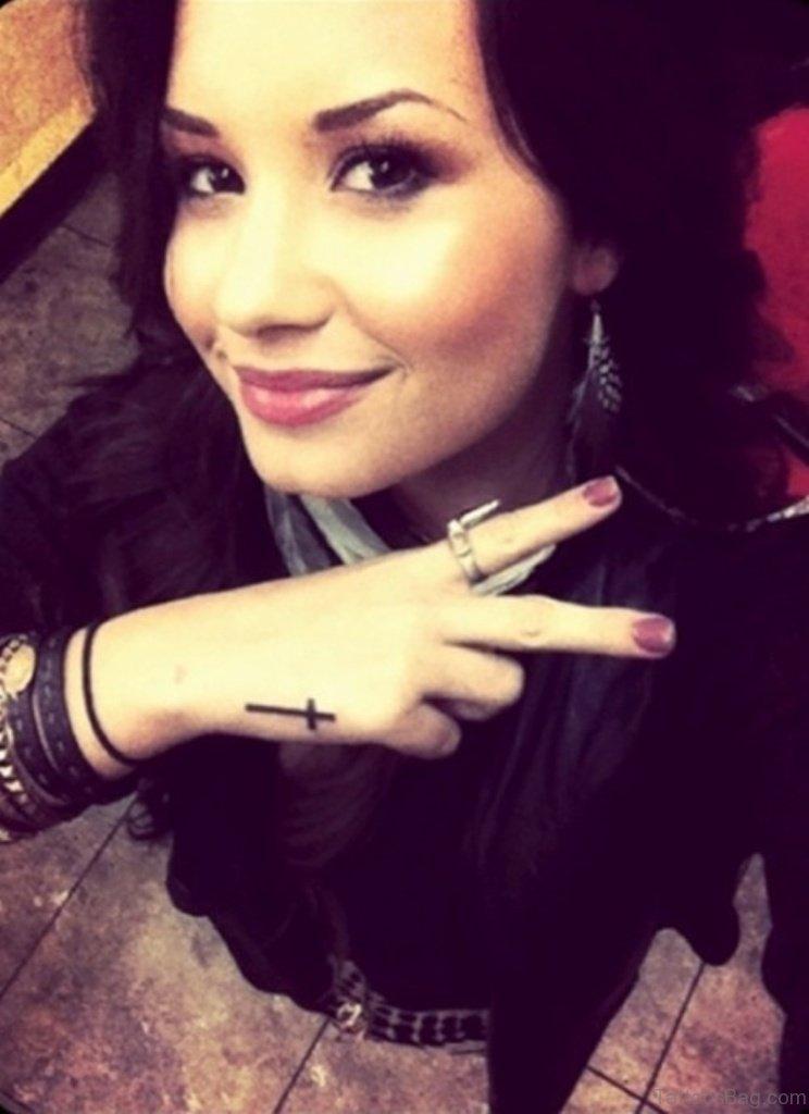 66 Classy Finger Tattoos For Women
