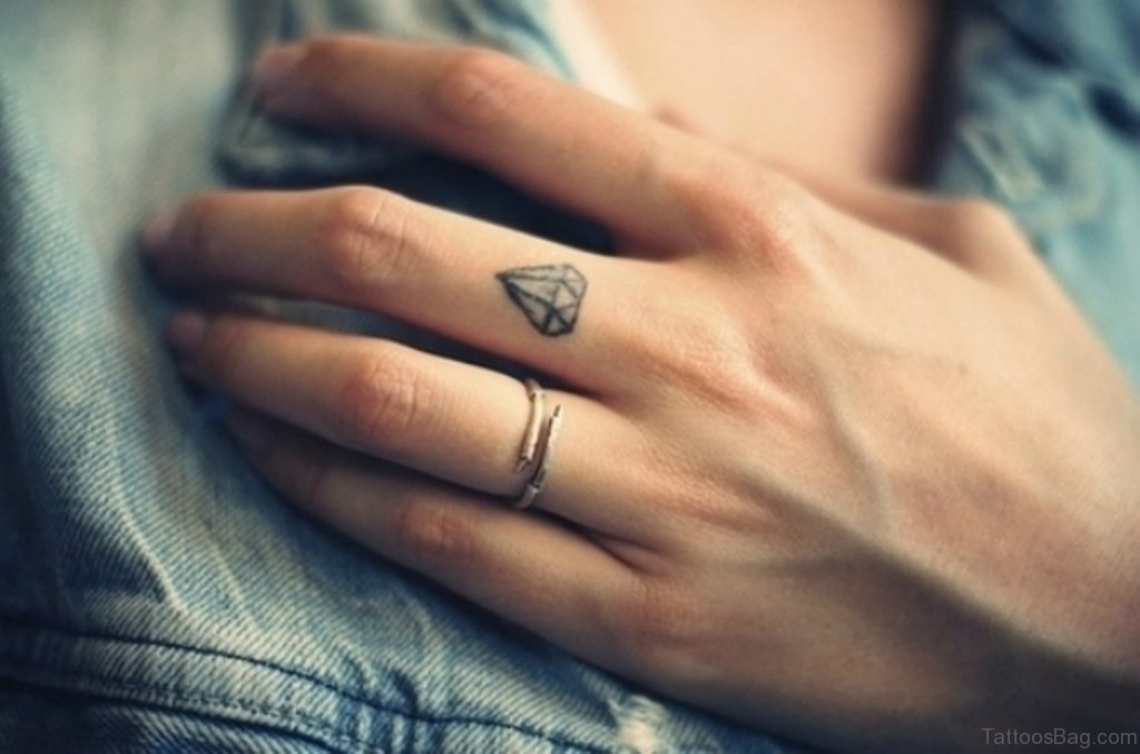6850608106a11 66 Classy Finger Tattoos For Women