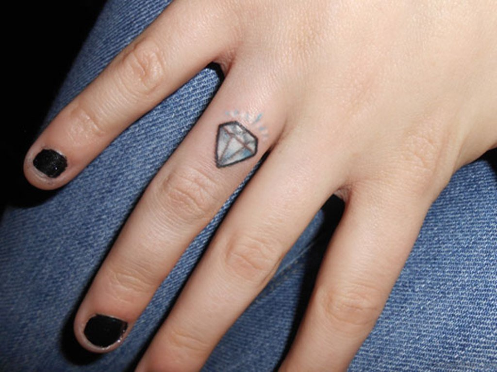 58 Luxury Diamond Tattoos On Fingers