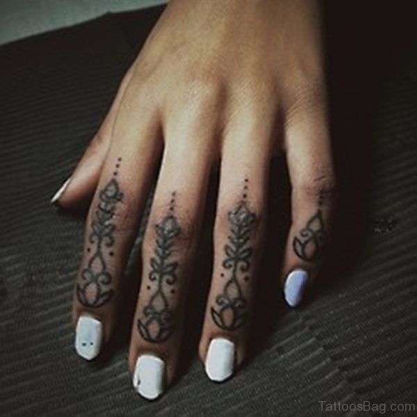 23 nice geometric tattoos for fingers for Henna tattoo fingers