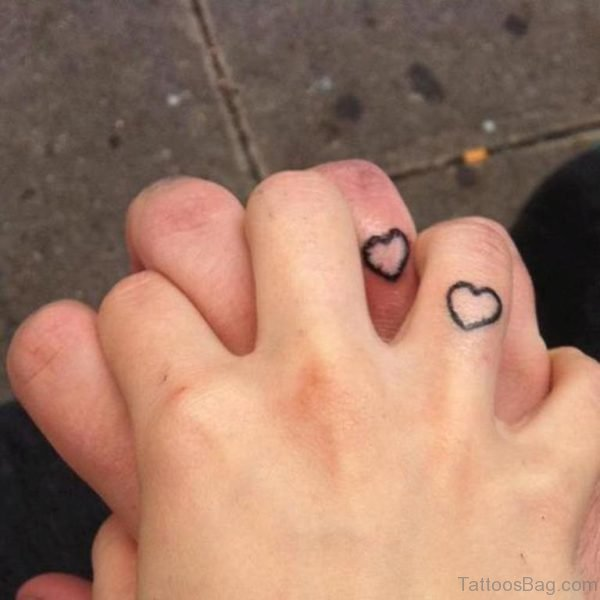 Simple Heart Tattoo On Finger
