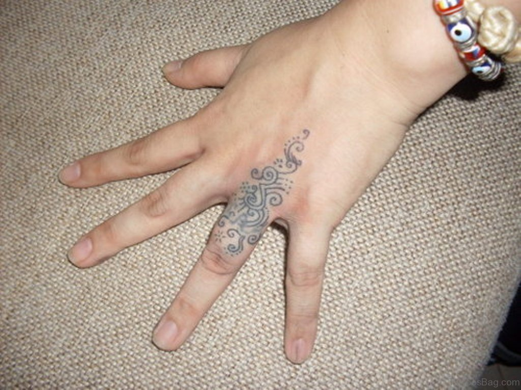 60 Sweet Engagement Ring Tattoos On Fingers