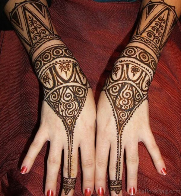 Wonderful Henna Tattoo On Finger
