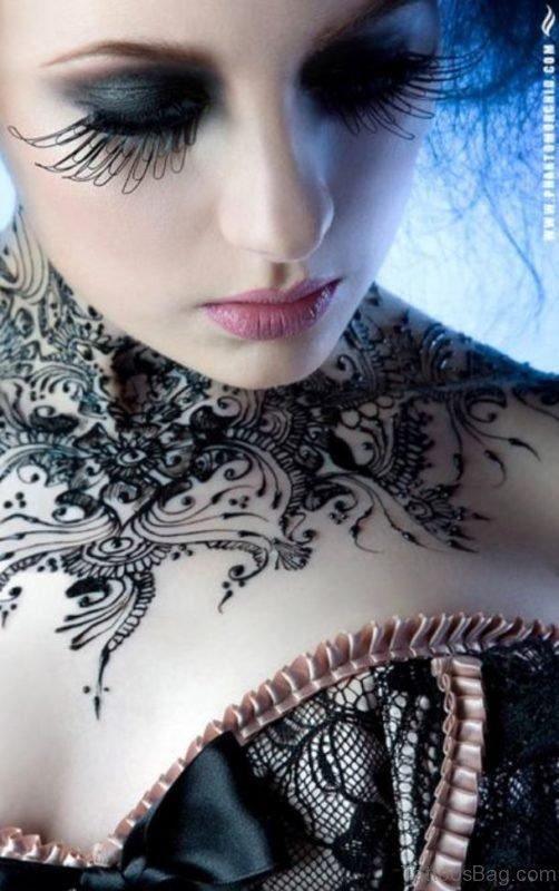 Amazing Henna Tattoo On Neck