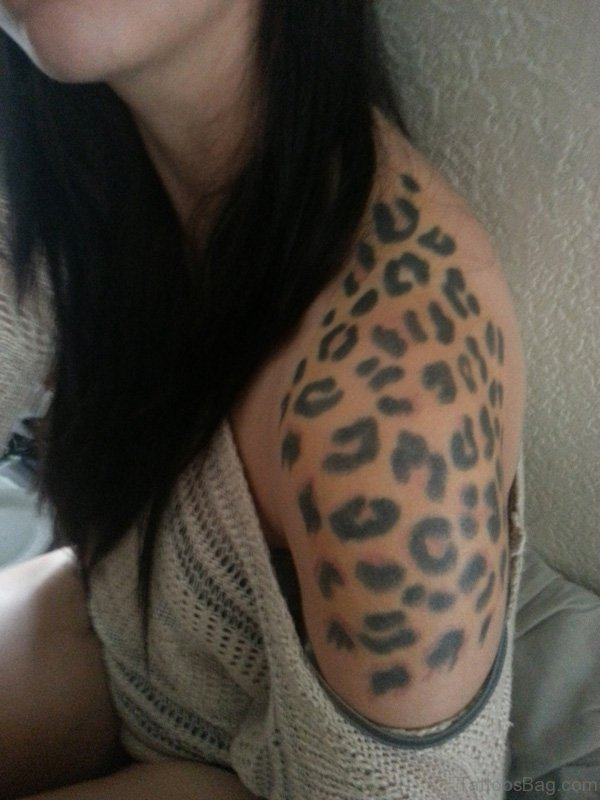 Amazing Leopard Shoulder Tattoo