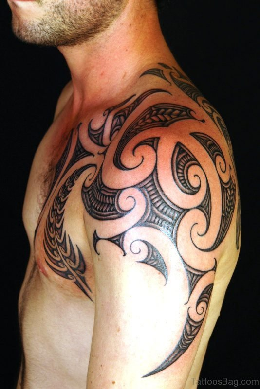 Amazing Maori Shoulder Tattoo
