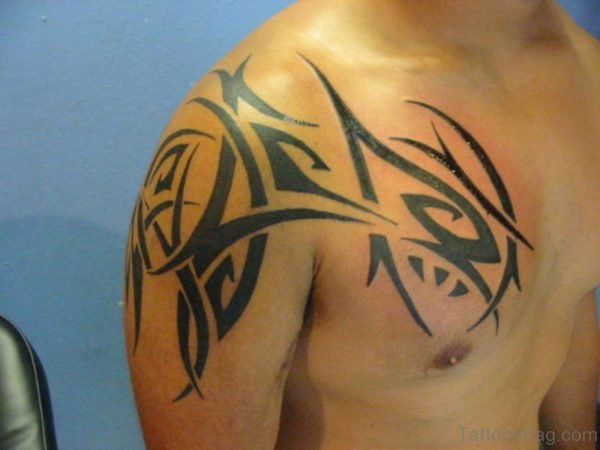 Amazing Tribal Shoulder Tattoo