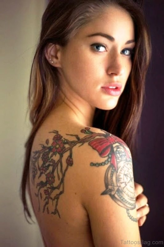 Awesome Clock Tattoo On Right Shoulder