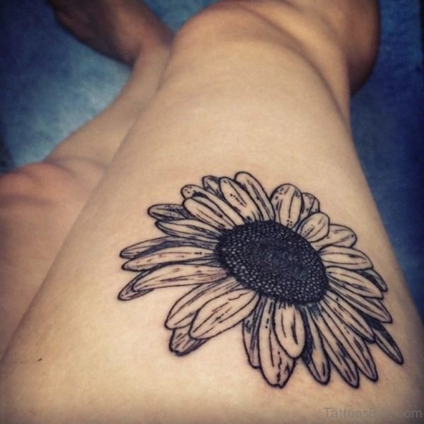 Awesome Daisy Tattoo On Thigh