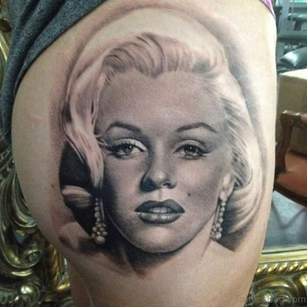 Awesome Marilyn Monroe Portrait Tattoo On Right Thigh