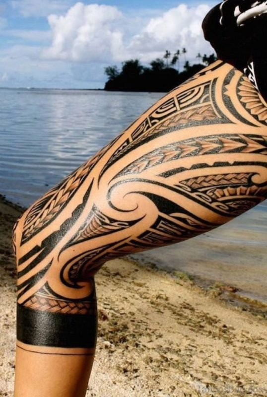 Awesome Tribal Tattoo On Thigh