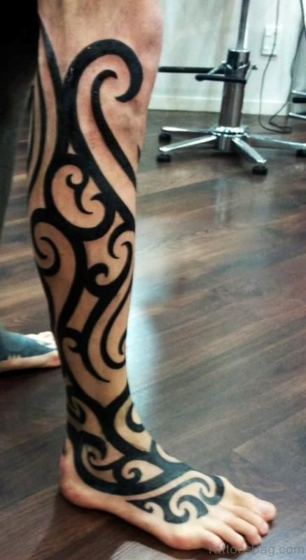 Black Tribal Tattoo On Leg
