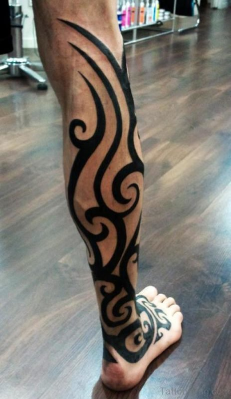 Fantastic Tribal Tattoo On Right Leg