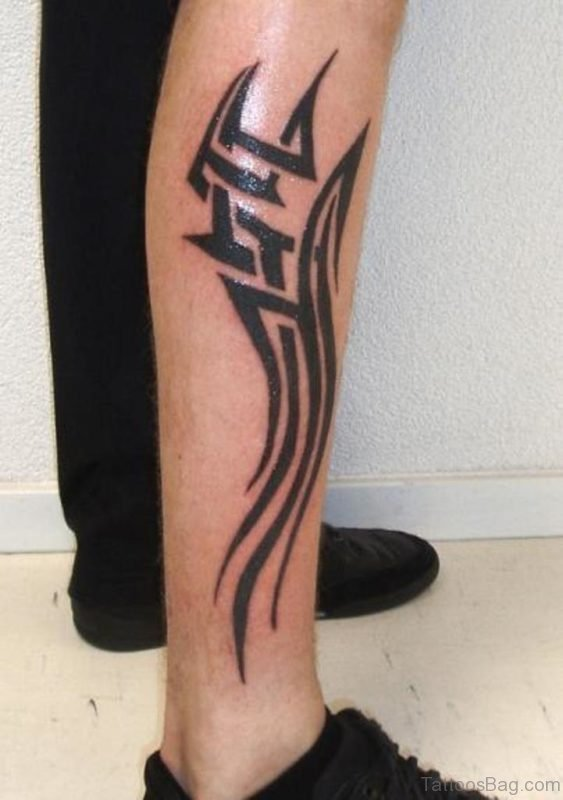 Glowing Tribal Tattoo On Right Leg