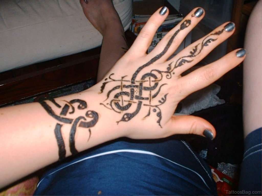 Mehndi Wrist Tattoo : Magnifying snake tattoos on wrist