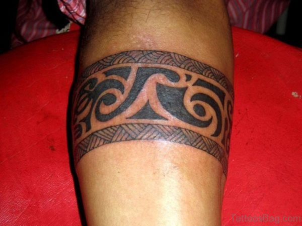 Impressive Tribal Tattoo On Leg