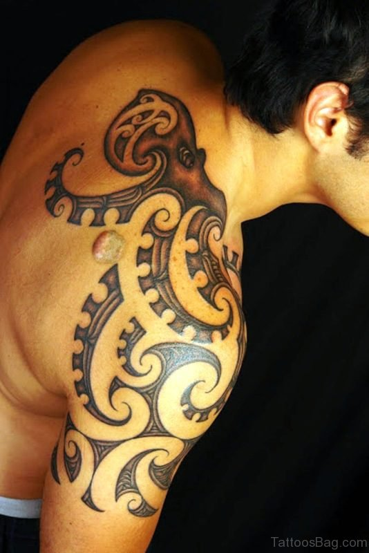 Maori Tribal Tattoo On Right Shoulder
