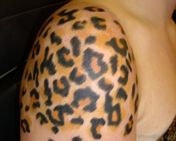 NIce Leopard Print Tattoo On Right Shoulder
