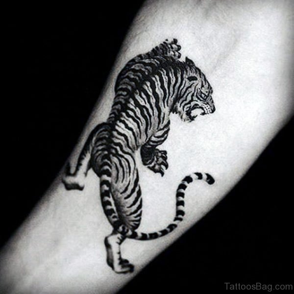 Realistic Tiger Tattoo On Wrist