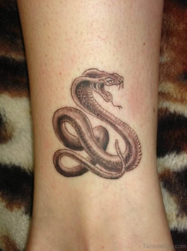 61 Wonderful Snake Tattoos On Leg