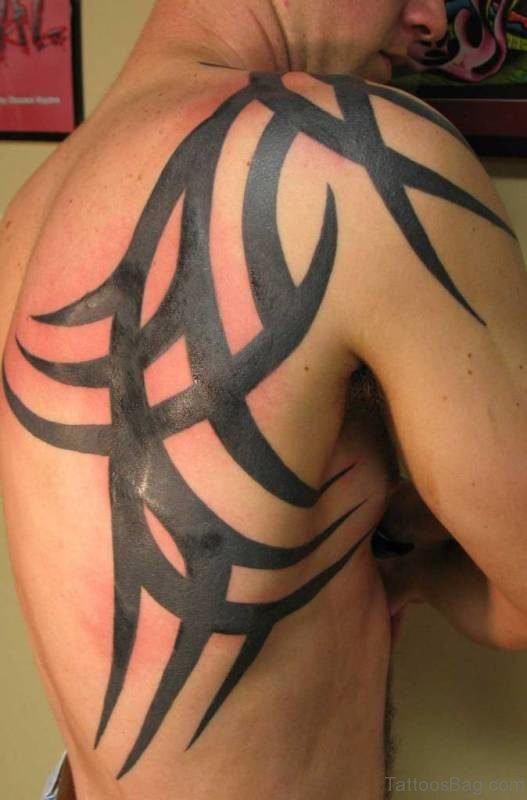Stunning Tribal Shoulder Tattoo