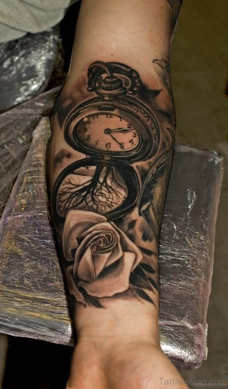 Trendy Clock Tattoo On Wrist