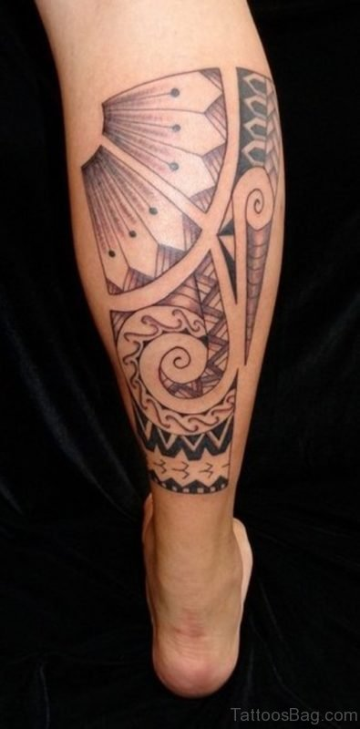 Tribal Polynesian Tattoo On Right Back Leg