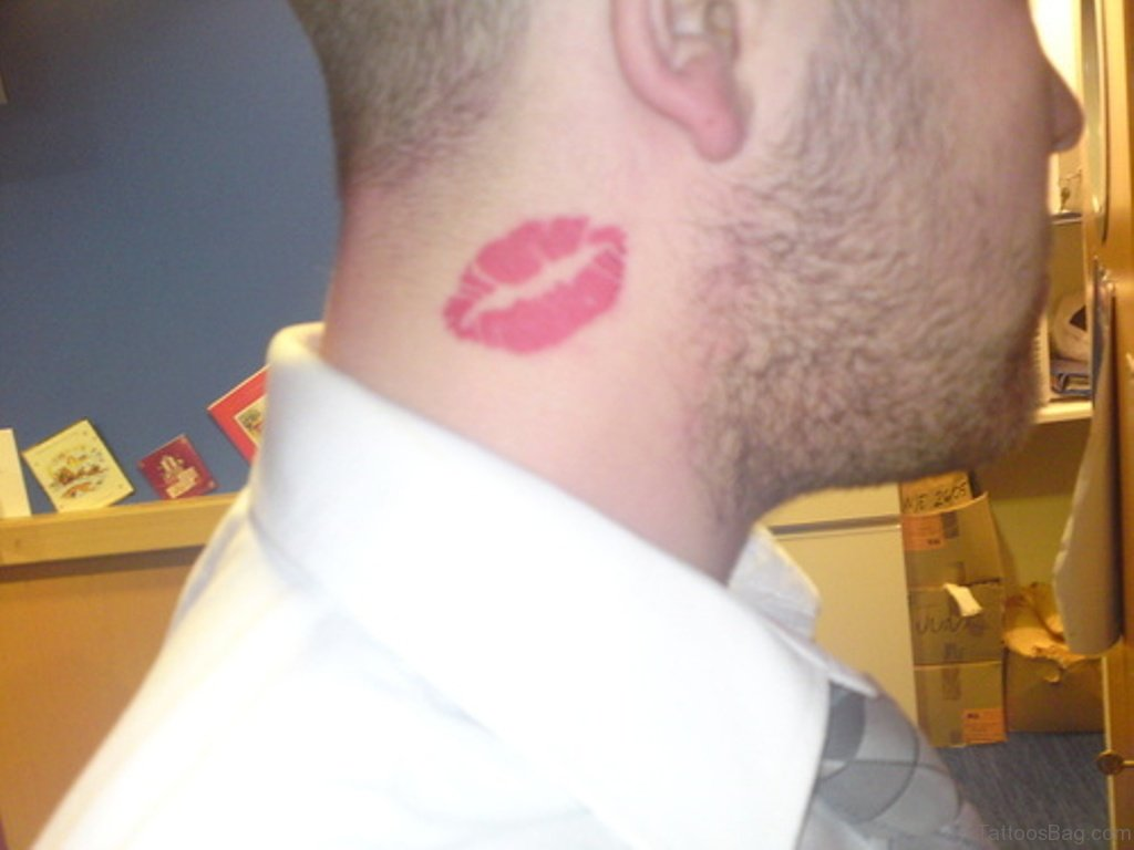 39 Attractive Kiss Tattoos On Neck
