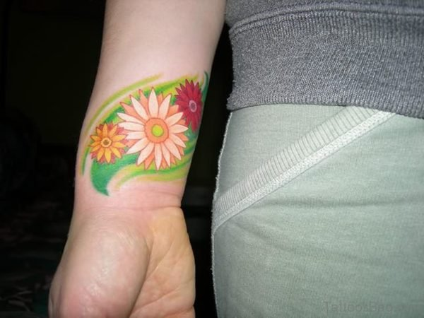 Beautiful Daisy Flower Tattoo On Wrist