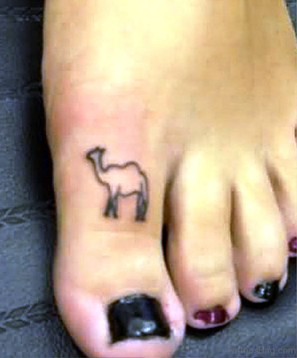 Black Outline Camel Tattoo On Toe