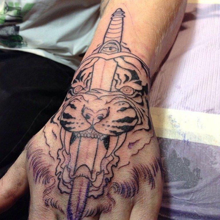 0f2982ef99733 62 Mind Blowing Tiger Tattoo On Hand
