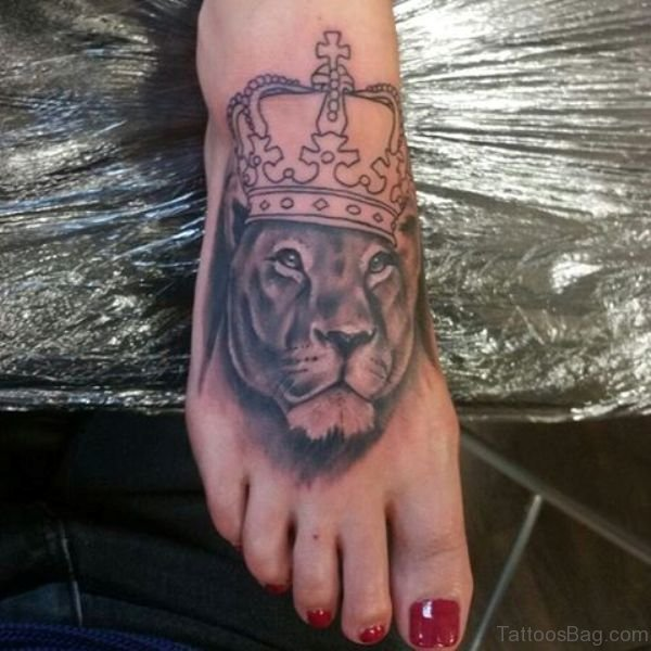 633d389a66ac6 28 Incredible Lion Tattoos On Foot