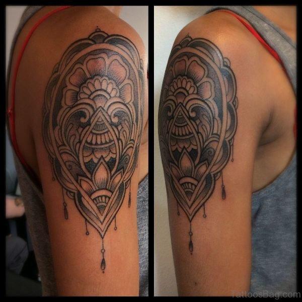 Lovely Grey Shoulder Tattoo
