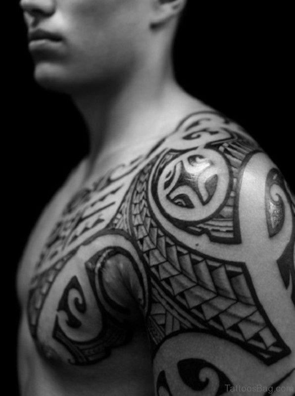 Nice Tribal Shoulder Tattoo Design