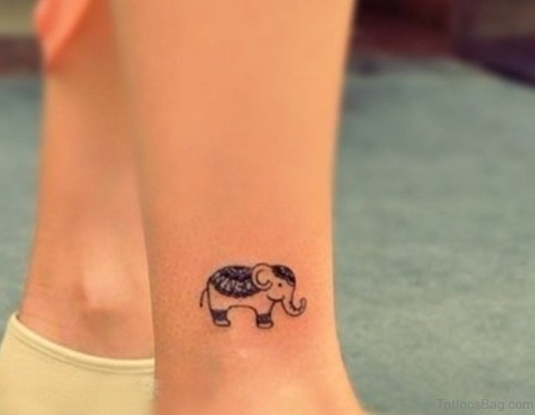 34 Superb Elephant Tattoos On Leg border=